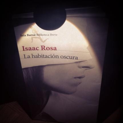 http://lakriticona.com/2013/11/08/la-habitacion-oscura/
