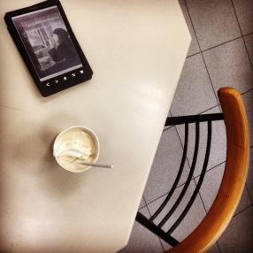 http://lakriticona.com/2014/03/24/la-gente-feliz-lee-y-toma-cafe/
